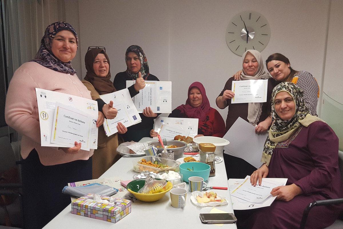 Rondetafelbijeenkomsten voor opvoedingsvragen gericht op moeders met een etnische achtergrond.